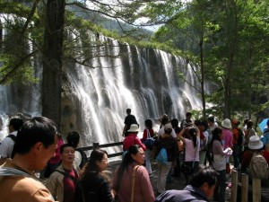 Mass tourism in Jiuzhaigou E-tourisme